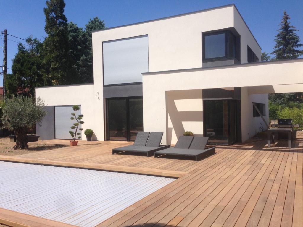304-terrasse-et-plage-de-piscine-de-130m-a-tassin-la-demi-lune-rhone