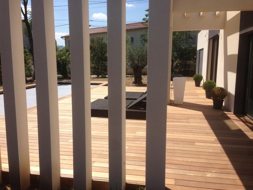306-terrasse-et-plage-de-piscine-de-130m-a-tassin-la-demi-lune-rhone