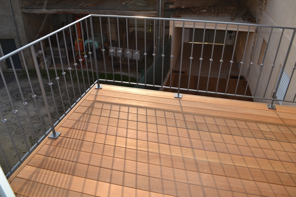 392-balcon-en-bois-exotique-a-dardilly-rhone