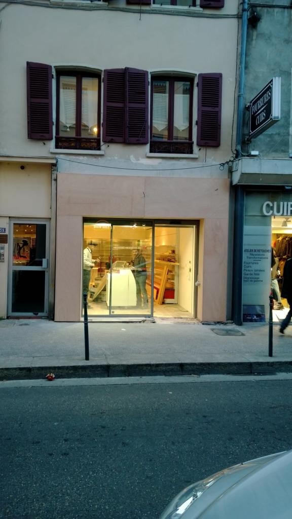432-habillage-bois-devanture-magasin-a-lyon