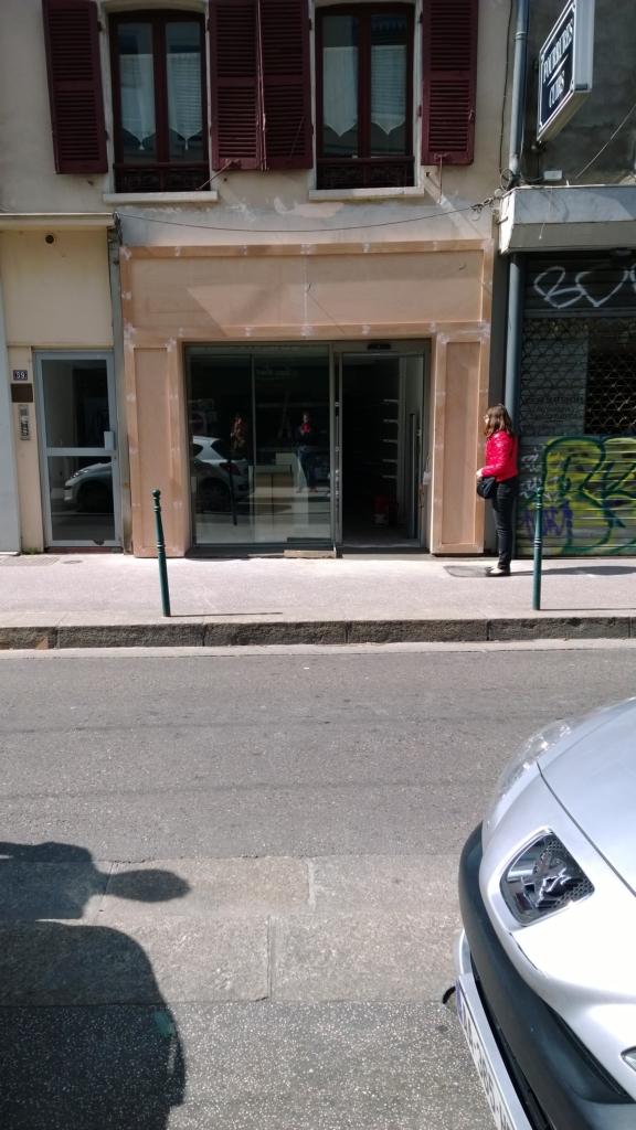 434-habillage-bois-devanture-magasin-a-lyon