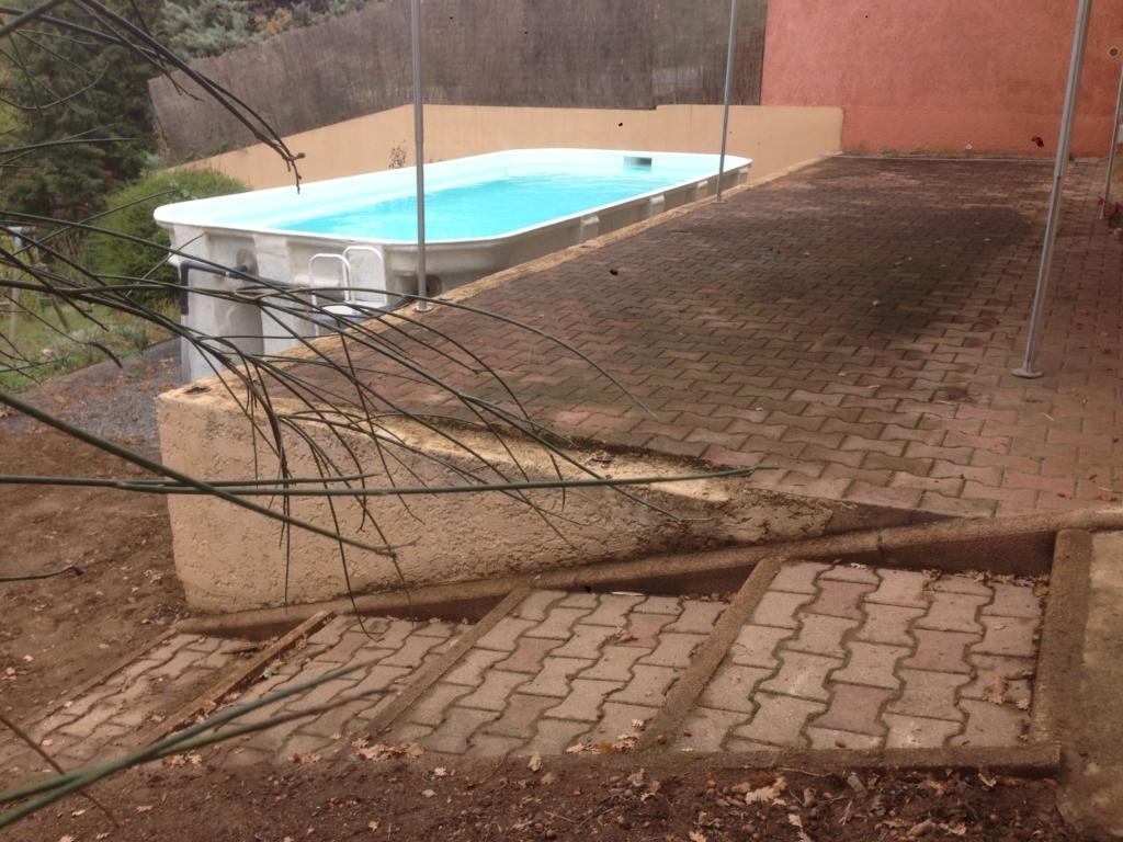 455-belle-plage-de-piscine-hors-sol-sur-la-commune-de-belmont-sur-azergues