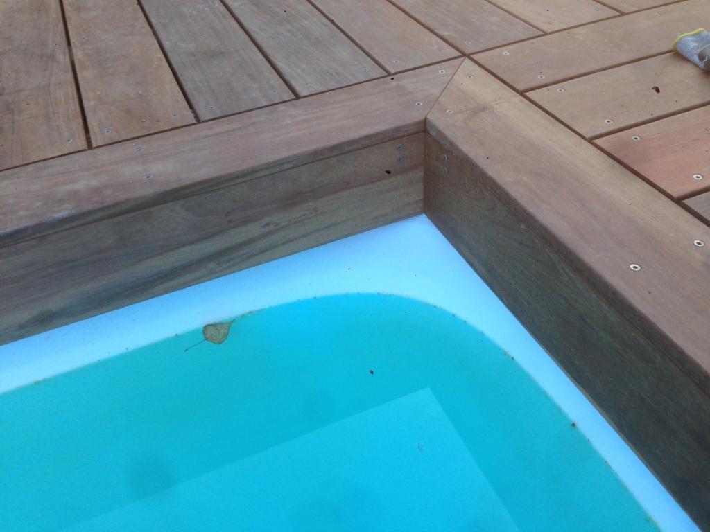 499-belle-plage-de-piscine-en-bois-exotique-ipe-a-savignieux-ain