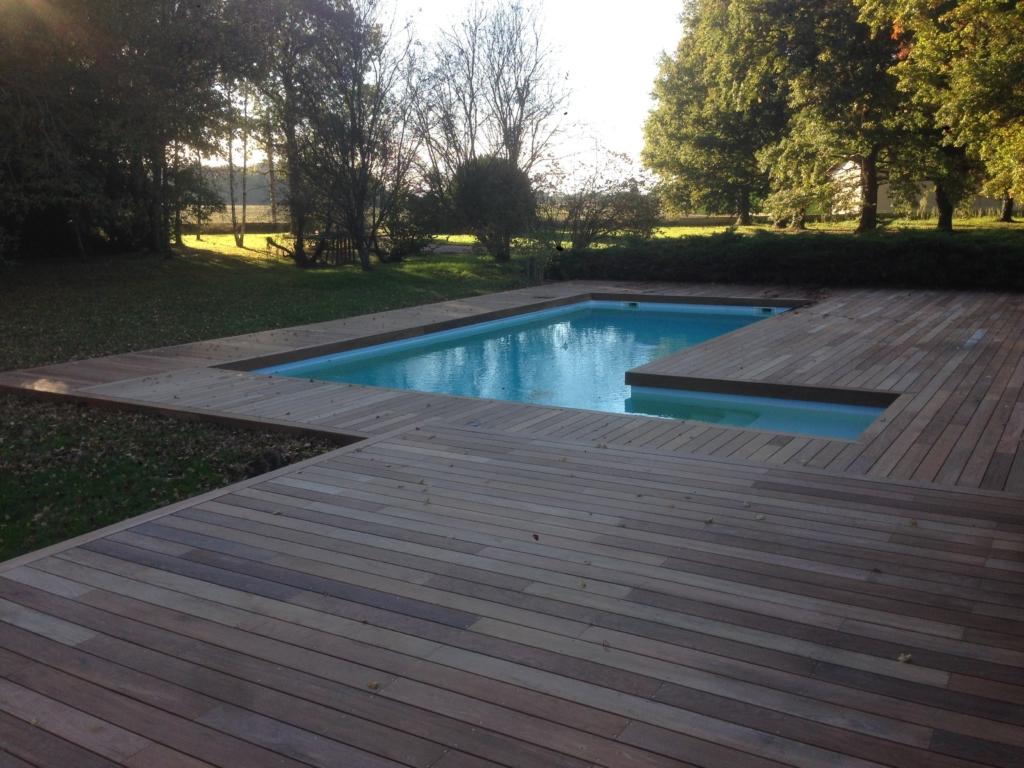502-belle-plage-de-piscine-en-bois-exotique-ipe-a-savignieux-ain