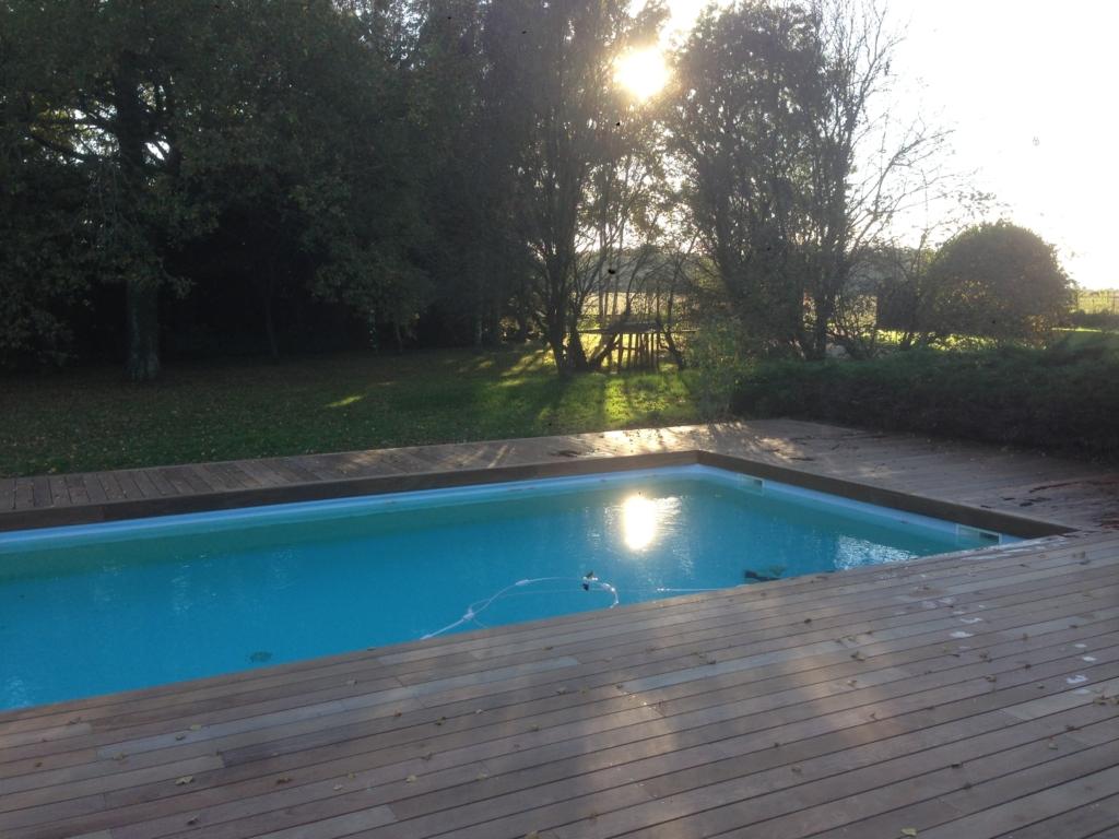 505-belle-plage-de-piscine-en-bois-exotique-ipe-a-savignieux-ain
