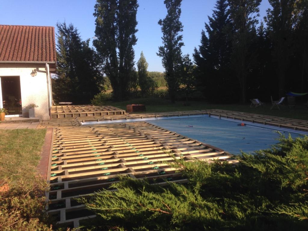 512-belle-plage-de-piscine-en-bois-exotique-ipe-a-savignieux-ain