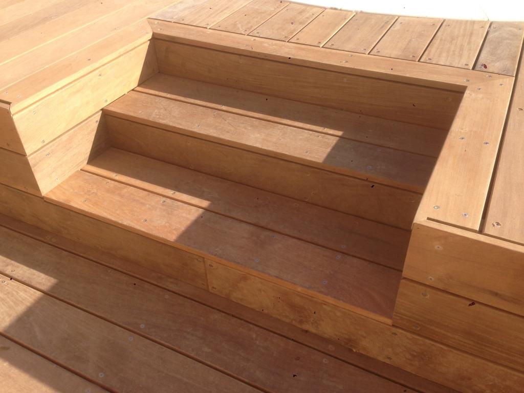 551-plage-de-piscine-en-bois-exotique-ipe-a-chasse-sur-rhone