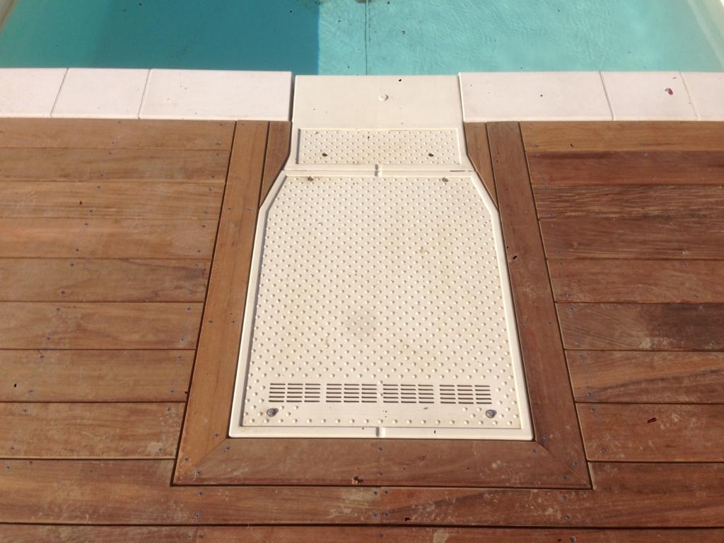 558-plage-de-piscine-en-bois-exotique-ipe-a-chasse-sur-rhone